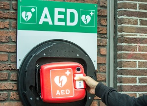 AED introductie op tennisvereniging